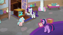 Rarity presenting new sewing machines S8E16