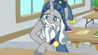 Star Swirl rubbing his sore cheek S8E16