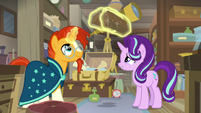Starlight and Sunburst looking at antiques S7E24