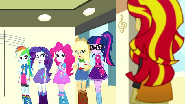 File:Sunset Shimmer interrupts the photo shoot SS7.png