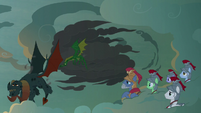 Torch and green dragon fly away with burnt scales S7E16