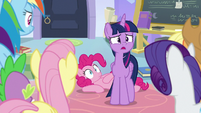"Twilight ""how can you all be so calm"" S9E25"