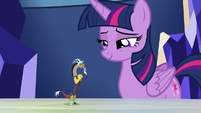 Twilight smiling at tiny Discord S5E22