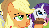 Applejack eating apple brown betty S4E10