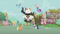 Mane Six fighting the bugbear S5E9