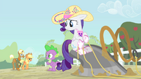 Rarity and Spike sees Applejack and Trenderhoof S4E13