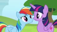 S04E10 Rainbow pyta Twilight czy wie co robiła