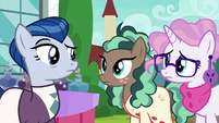Sleek and Bookstore ponies look at each other S8E8