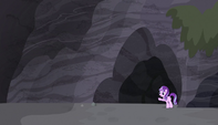 Starlight parada fuera de la cueva EMC-P1