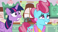 Twilight teleports at the counter S5E11