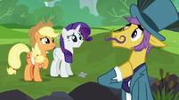 Applejack asks business pony for help S5E16