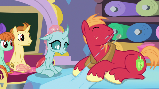 File:Big Mac substituting in Rarity's class S9E20.png