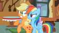Confused Applejack S02E08.png