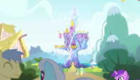 Ponies fraternize outside the castle S5E01