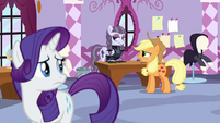 Rarity overhears Applejack criticizing Inky Rose S7E9