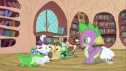 S03E11 Zwierzaki ustawione w szeregu