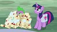 Spike in a pile of Dusty Pages' mail S9E5