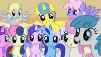 Todas mirando los muffins3 S1E4