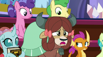 "Yona ""why pony glowing?"" S8E15"