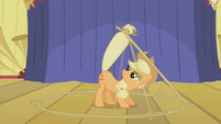 Applejack's lasso trick S1E6