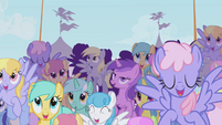 Crowd cheering for Rainbow Dash S1E03
