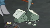 Maud Pie mining rocks in a flashback S7E4