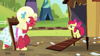 Orchard Blossom -like you've never carried an egg before!- S5E17