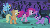 Pinkie Pie -...before that thing eats us all!- S4E07
