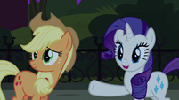 Rarity pointing to Manehattan ponies S5E16