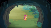 Scootaloo looks at the cave entrance S7E16