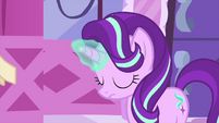 Starlight Glimmer using her magic MLPS1