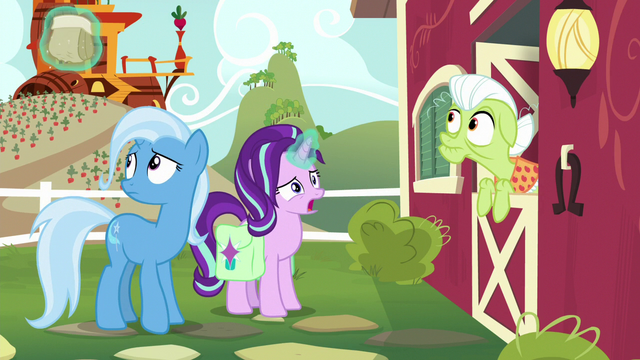 File:Starlight levitates Trixie's snack bag off-screen S7E2.png