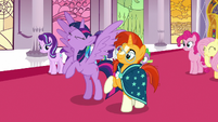 Twilight Sparkle excitedly flapping her wings S7E25
