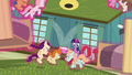 Twilight Sparkle lowers ponies to the floor safely S7E3.png