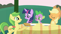 Apple Fritter places food on the table S1E01