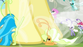 Breezies at Fluttershy's hooves S4E16.png