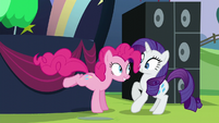 Pinkie startles Rarity S5E24