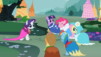 Ponies in pretty capes S02E10