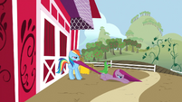 Rainbow Dash drags Pinkie Pie to the farm S1E25