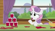 S07E21 Sweetie Belle przypomina, że źrebaki dobrze się bawiły na ich koloniach