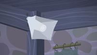 Starlight's voice through loudspeaker -Oh, good morning!- S5E02