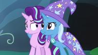 Starlight giving a friendly smirk to Trixie S7E17
