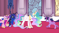 Twilight running towards Celestia S4E26