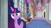 Twilight tilts her head in befuddlement S8E21