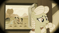 Young Granny Smith inside her house S3E08