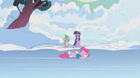 Pinkie Pie skating S1E11