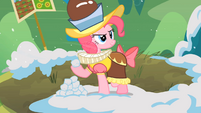 Pinkie Pie with snowball S02E11