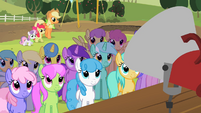 Ponies listening to Granny Smith S02E05