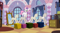 Sweetie Belle surprising Rarity 2 S02E05