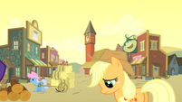 Applejack not liking the look S01E21